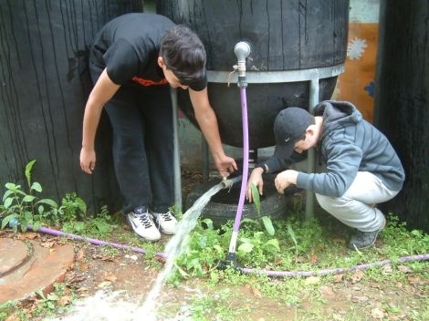 Students w Rain Barrel